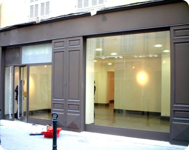 quels sont les prix d 39 installation ou remplacement d 39 une vitrine de magasin menuiserie allard. Black Bedroom Furniture Sets. Home Design Ideas